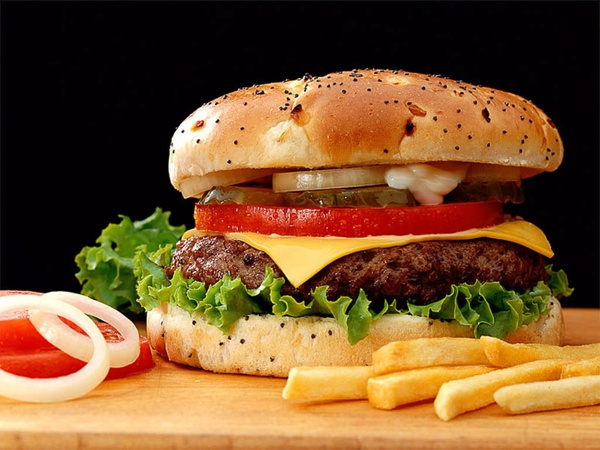 News_hamburger_burger_french fries
