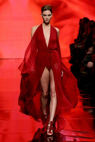 Model Karlie Kloss at Donna Karan Collection fashion show February 2014