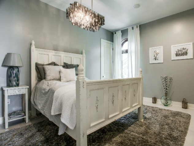 Guest room at 8211 Inwood Rd. in Dallas