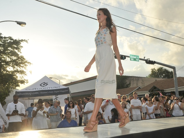 003_White Linen Night, August 2012, model, fashion show