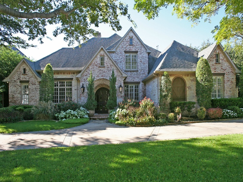 5 dallas homes with landscape designs to make you green for Dallas landscape design