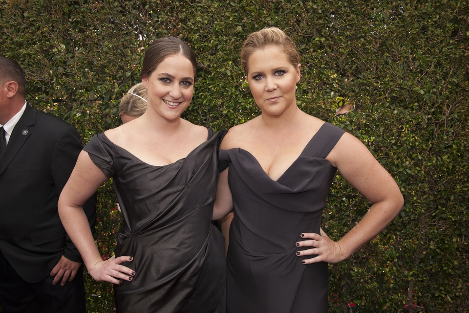 Amy Schumer and sister in matching black gowns at Emmy Awards