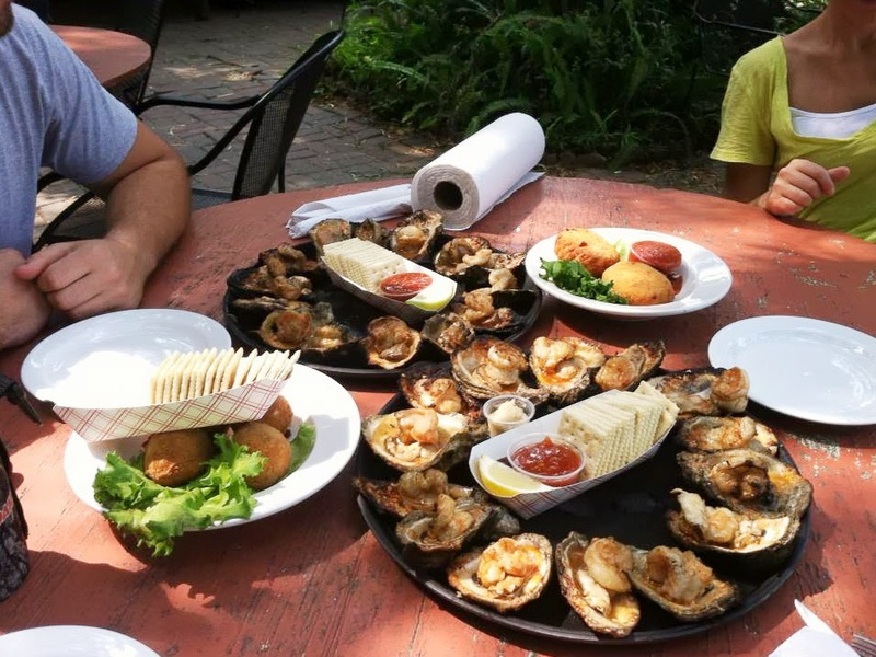 Gilhooleyu0027s Restaurant Patio Table With Oysters
