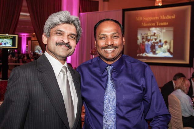 Dr. Jitendra Kikani, left, and Nadeem Anwar at the Medical Bridges Gala September 2014
