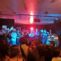 News_Food Experiments_venue_crowd_Fitzgerald's