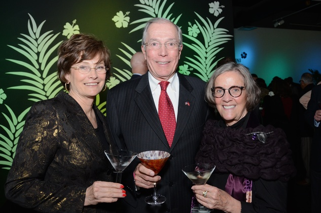 337 Bobbie and John Nau, left, with Sara Morgan at the Craft Museum Martini Madness party January 2015