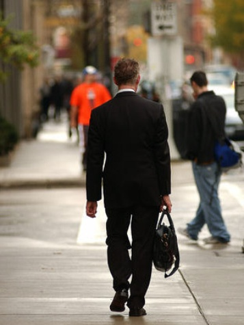 News_businessman_briefcase