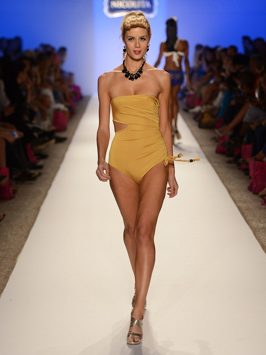 What 39 s new under the sun the sexiest suits from miami for Mercedes benz fashion week