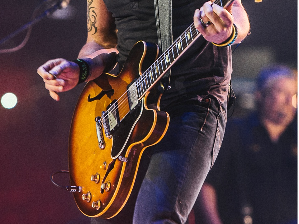 Keith Urban RodeoHouston rodeo concert guitar March 2014