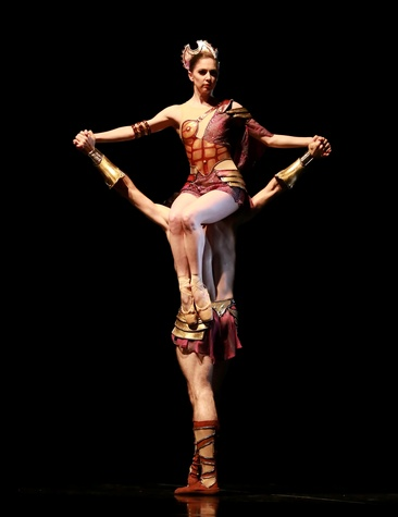 Melody Mennite and Connor Walsh in the Houston Ballet production of Zodiak