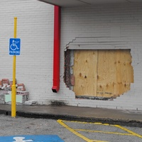 News_Fiesta_Heights_car crash_hole in wall