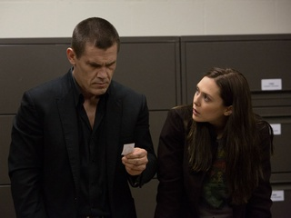 Josh Brolin and Elizabeth Olsen in Oldboy