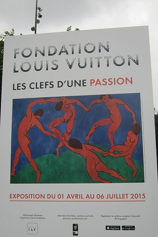 Fondation Louis Vuitton in Paris sign