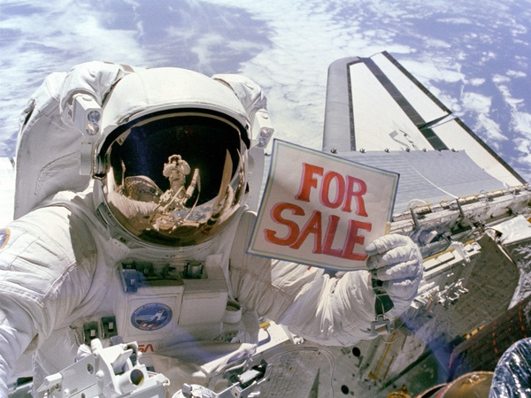 News_astronaut_for sale