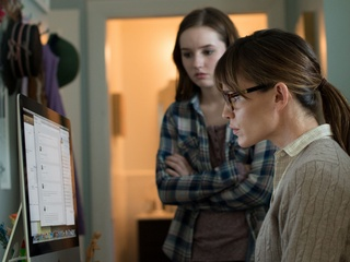 Kaitlyn Dever and Jennifer Garner in Men, Women & Children
