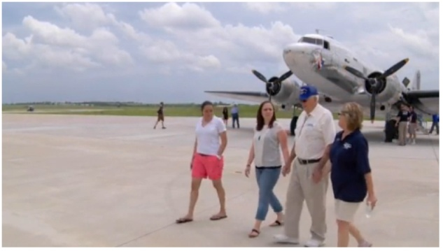 World War II veteran rode in a C-47 for Fathers Day.