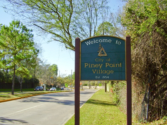 Piney Point Village sign