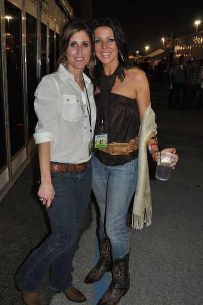 Smokin' hot cowgirls spice up Houston Rodeo's World's Championship Bar ...