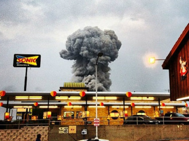 Smoke cloud rises from the West, Texas plant explosion