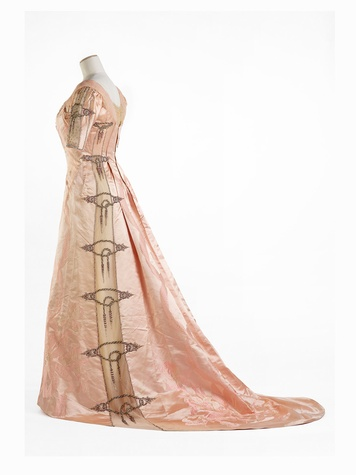Paris Haute Couture exhibit at the Hotel de Ville June 2013 Worth 1900 - Full Length