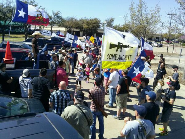 Texas open carry gun enthusiasts