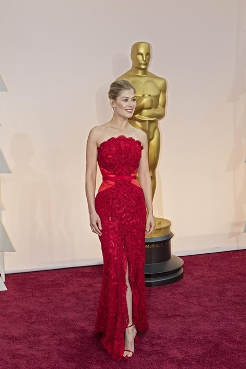 Rosamund Pike on the red carpet at the Oscars