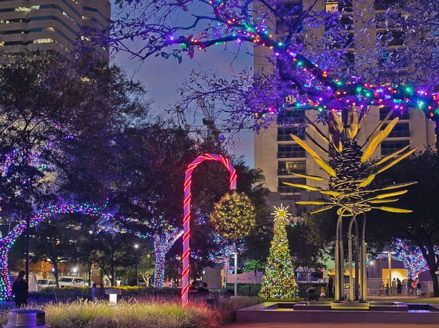Pucker Up State 39 S Biggest Mistletoe Ball Is Right Here In Houston Culturemap Houston