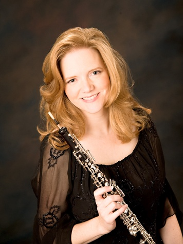 News-Music-Alecia Lawyer oboist publicity shot