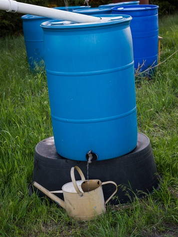 Rain harvesting barrel with watering can