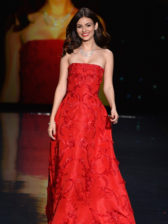 Actress Victoria Justice, wearing Oscar de la Renta February 2014