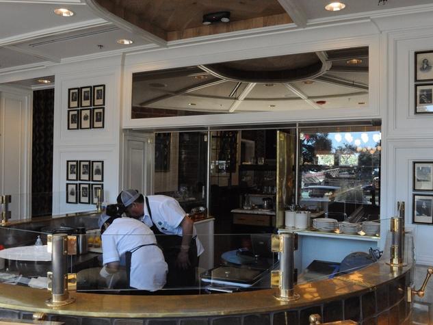 Inside new river oaks restaurant from hotlanta chef who s