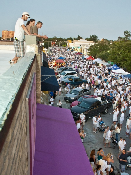 News_White Linen Night__Gale McCorkle_Lindsey Bunge_Joby Blackburn_Aug 2011