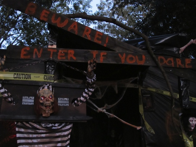 1 Haunted house on Claremont Katie Oxford Haunted House November 2014