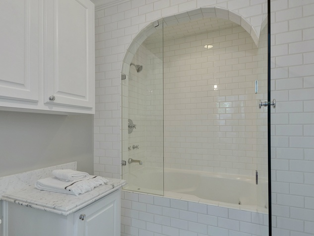 2200 Bowman Austin house for sale bathroom