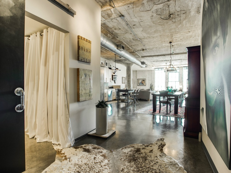 Slideshow With This Loft You Can Live Large In Downtown