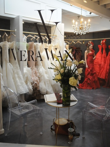 Largest collection of vera wang gowns in texas draws for Boutique en ligne vera wang