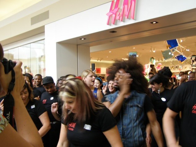 News_H&M, grand opening, May 31, 2012