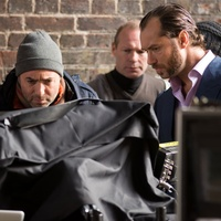 Richard Shepard and Jude Law on the set of Dom Hemingway
