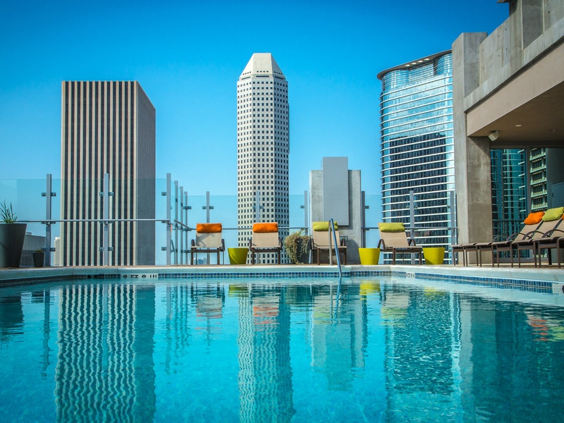 Slideshow hard to beat the amenities and location of this haute houston high rise culturemap for Houston swimming pool high rise