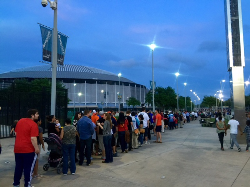 Slideshow Thousands Line Up To Party In The Astrodome