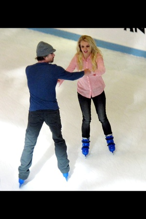 News_Britney Spears_Galleria ice_Dec 2011