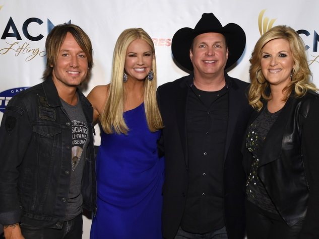 Keith Urban, Nancy O'Dell, Garth Brooks, Trisha Yearwood,