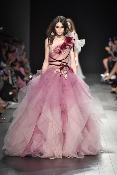 Slideshow: Marchesa duo go all out to create attention-getting ...