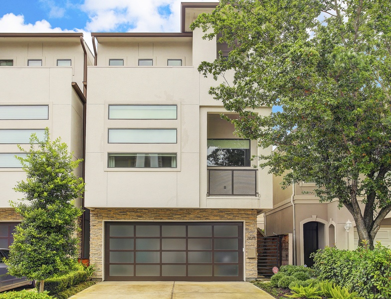 Slideshow elevator ready contemporary townhouse offers for Elevator townhomes