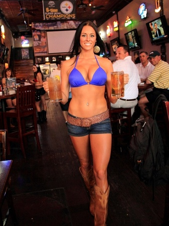 News_Bikinis Sports Bar and Grill_restaurant_waitress