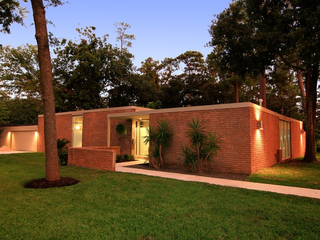 A spectacularly remodeled mid century modern for under for Contemporary homes houston
