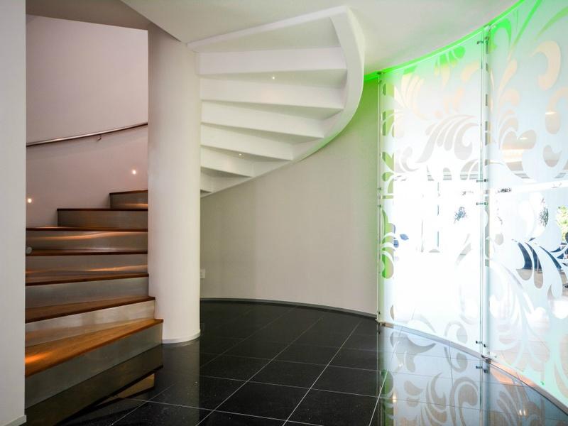 Slideshow austin philanthropist 39 s quirky home hits the for 14515 ridgetop terrace