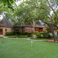 10433 Strait Lane Putting Green