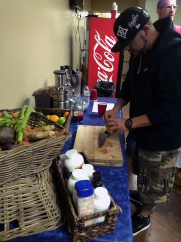 Drake and Lil Wayne concert September 2014 One of drake's entourage members / assistants makes him a juice from carrots, beets, ginger