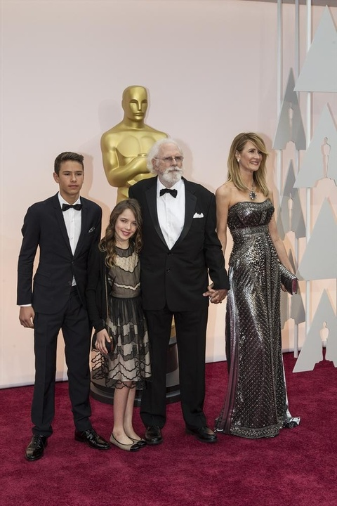 Laura Dern and family on red carpet at Oscars